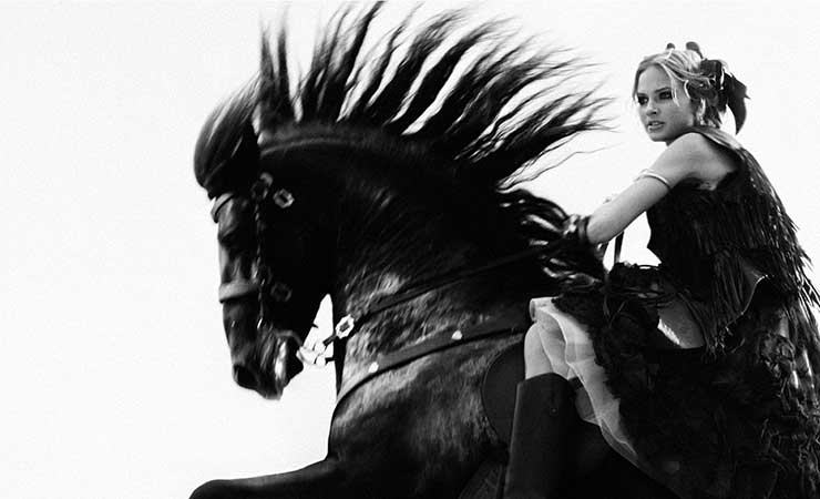 b_w_girl_on_horse copia